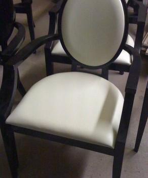Krzesło z okrągłym oparciem