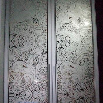 Piskowane drzwi do szafy