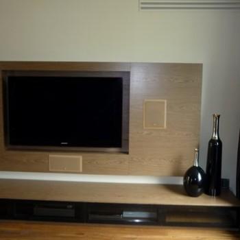 Telewizor w ścianie