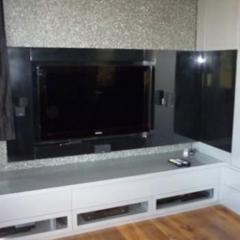 Telewizor wbudowany w ścianę