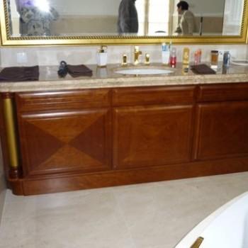 Szafka stylizowana w łazience